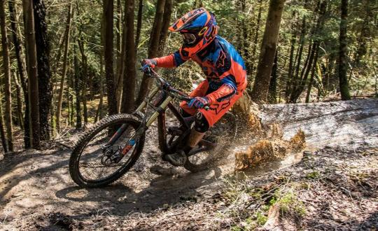 downhill - sammy van de walle - malmedy - malmedetti - enduro - mtb - off road - water - fun - wet - mud - muddy - fail - team - DH1 -
